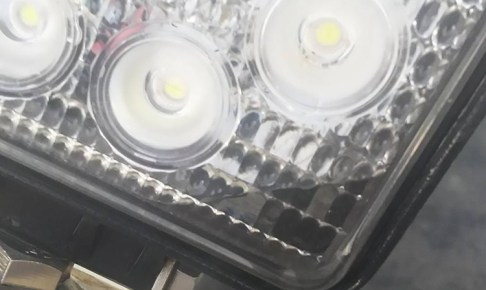 他社製品LED作業灯浸水写真