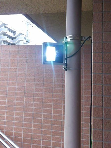 10w投光器バルコニー設置