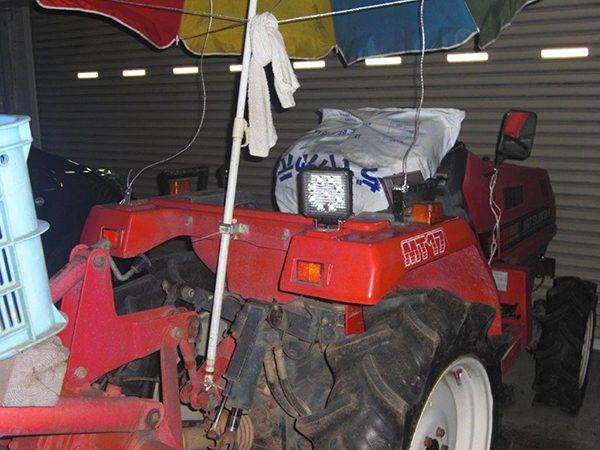 トラクター27w作業灯設置写真