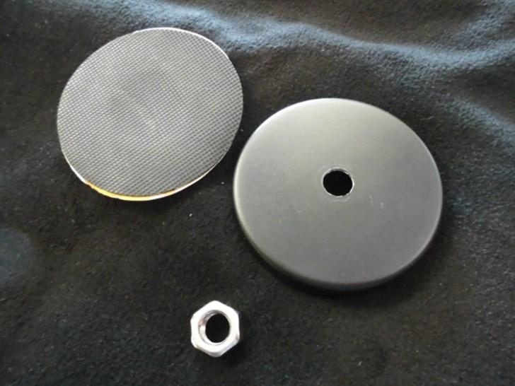 NLAセレクトで販売しております作業灯用マグネットに関してですが、マグネット本体・キズ防止用のパット・スペーサーとしてのナットが一緒になっております。