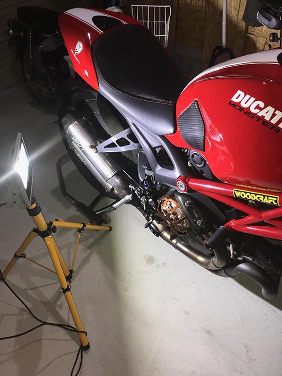 バイクピット・20w投光器使用事例