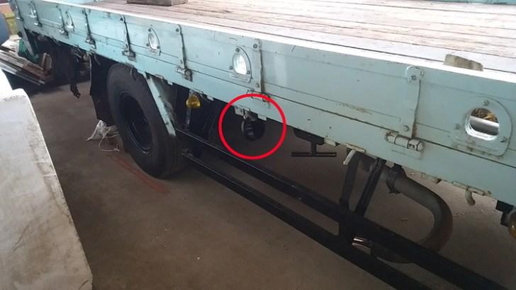 トラックタイヤ灯・27w作業灯設置事例