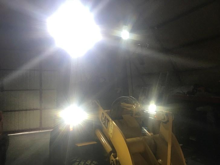 ホイールローダー・作業灯点灯写真