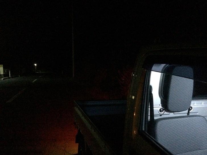 軽トラに設置した作業灯を 点灯する前の周囲の様子です