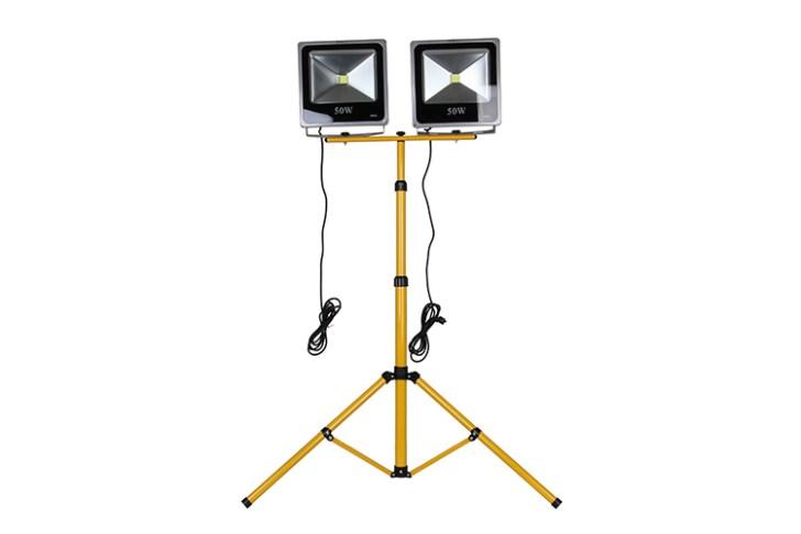 投光器3脚使用イメージ
