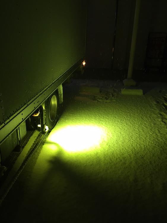 雪道走行のタイヤ灯・イエローレンズ