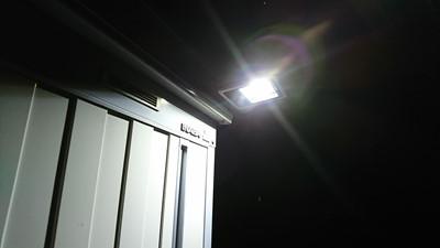 センサー式投光器・夜間点灯写真