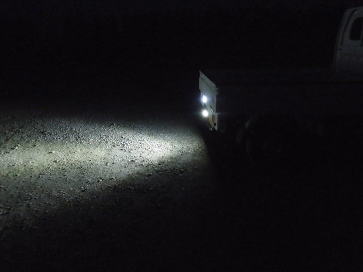 軽トラバックライト・照射角度の様子