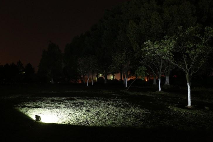 20w投光器・夜間点灯時撮影(右後方)