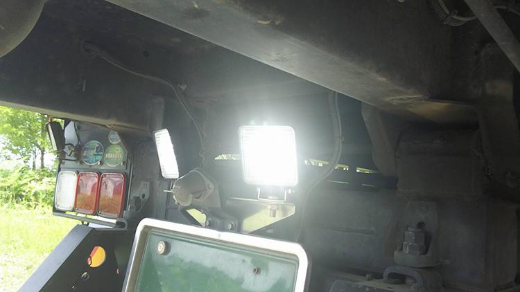 ダンプ作業灯・バックライト使用