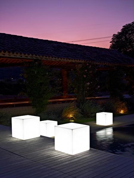 Oświetlenie ogrodu podświetlane kostki LED