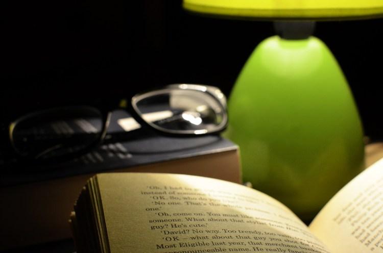 Punktowa lampka oświetli książkę chroniąc oczy przed zmęczeniem