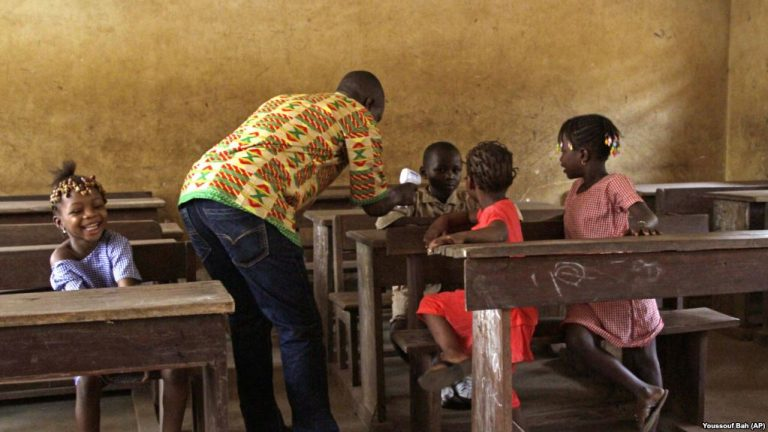 «Il y a des écoles qui payent jusqu'à présent 9 000 francs l'heure», dénoncent Mamadouba Kouyaté du Synepgui