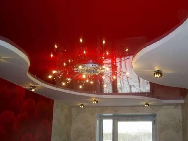 Кудрово, Венская ул. д. 4, Двухуровневый лаковый потолок, 1 люстра, 9 светильников, Стоимость 13400 рублей