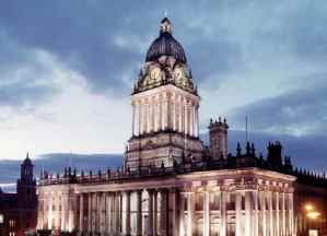 Leeds_town_hall_by_night