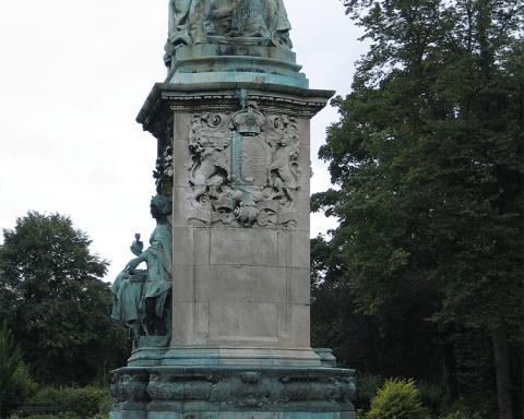 Memorial to Queen Victoria in Leeds