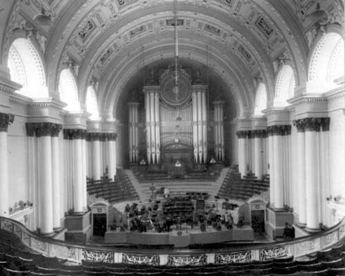 The Leeds Town Hall organ as it was in 1925. Credit Leeds Libraries and Information Service.