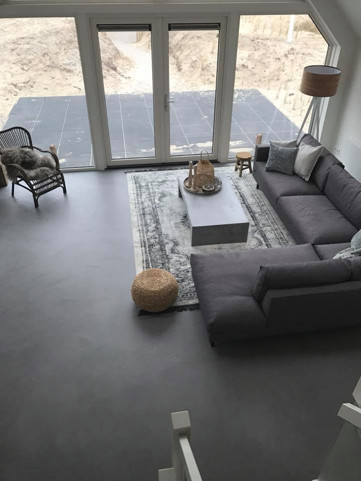 Leef-Beton woning – betonlook vloer en wand woonkamer | Leef-Beton