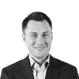 Headshot of Lee Procida, an expert content marketer and former newspaper reporter.