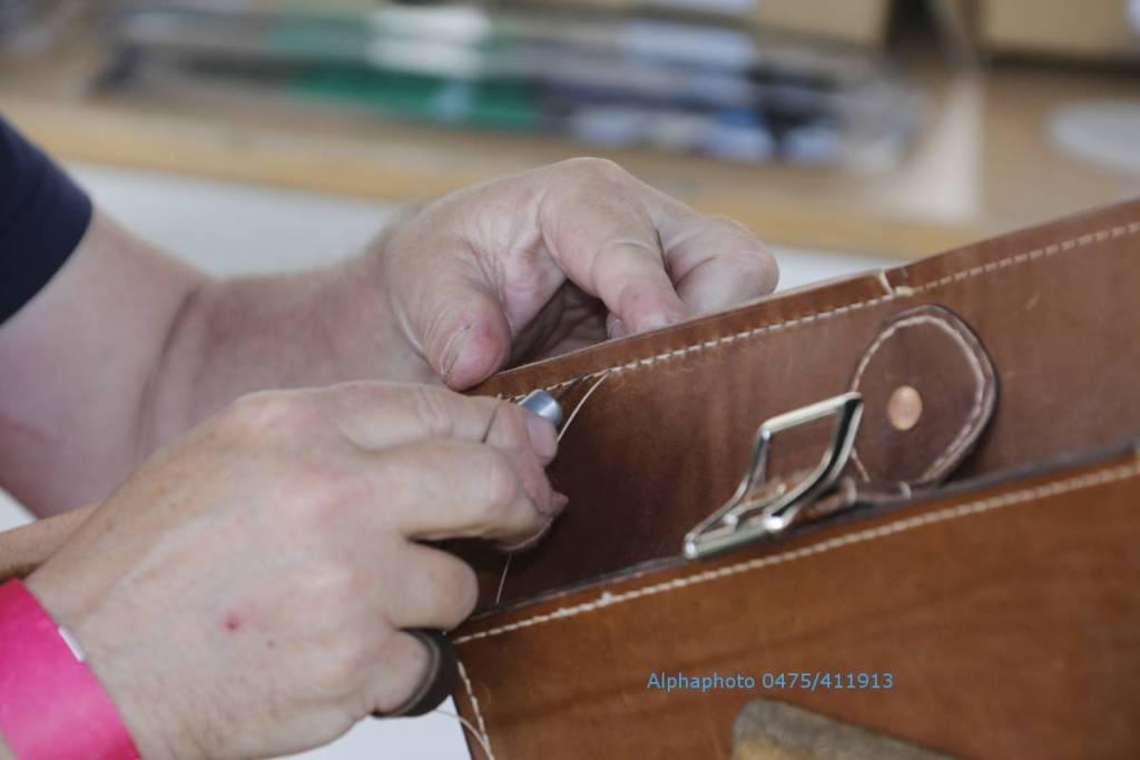 handmatig naaien van leer