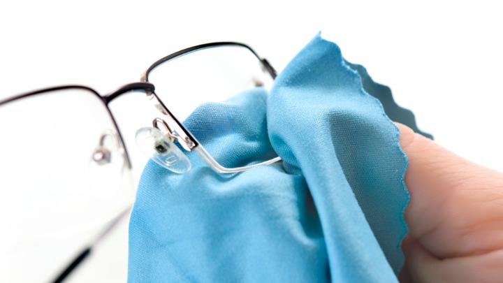Blog: Zelf brillenreiniger maken? Lees hier hoe, het is super gemakkelijk!