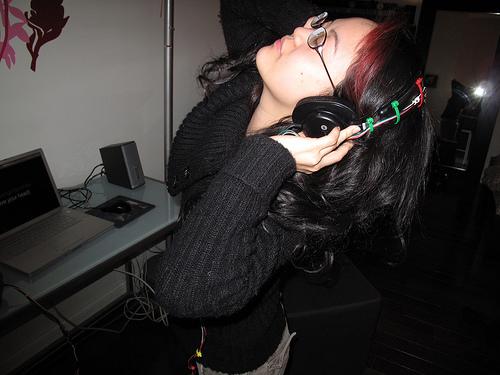 Sophia meets head(banger)phones