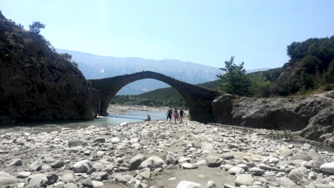 albanien-thermalquellen-bruecke