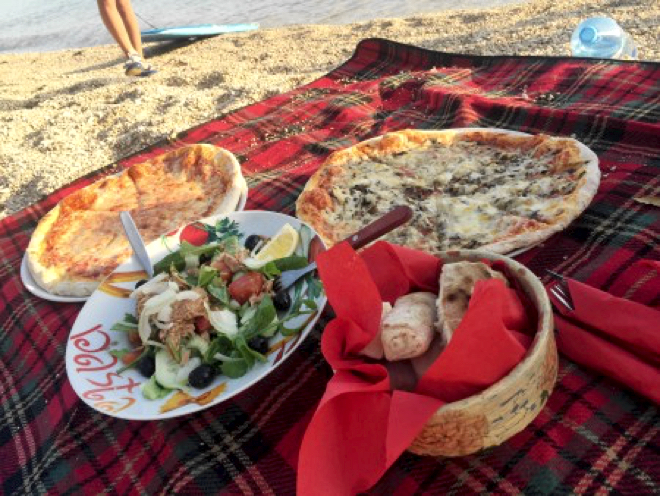 kroatien-omis-pizza-am-strand
