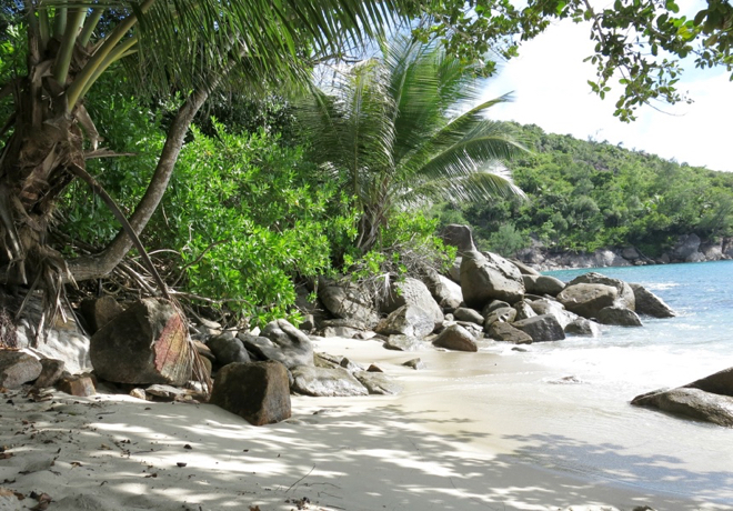 seychellen-mahe-wanderung-strand-ziel