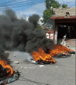 """Haïti-Kidnapping : Des étudiants de la Faculté de Linguistique Appliquée réclament la libération de leur camarade, """"Tinèg"""""""