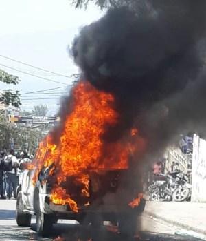 Haïti-Kidnapping : Incendie d'un véhicule à Pétion-Ville
