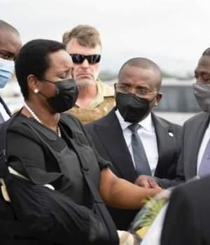 Haïti-Santé : De retour au pays, la Première Dame Martine Moïse accueillie par le Premier Ministre a.i Claude Joseph