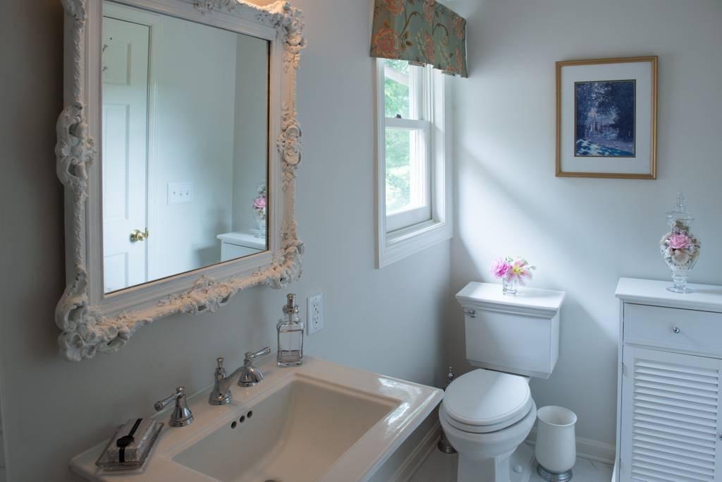 bathroom at LeFay Cottage