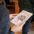 Le guide de la Semaine européenne du développement durable, lors de la conférence à Clermont-Ferrand. (Photo : Juliane Delecroix)