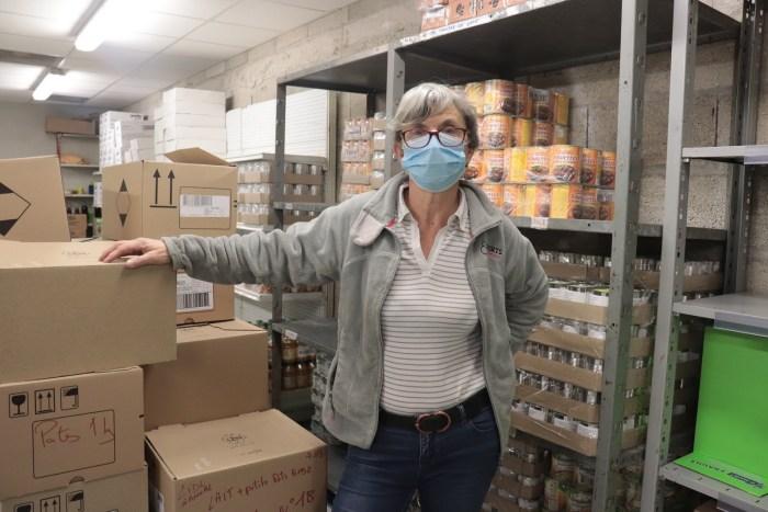La banque alimentaire a organisé sa grande collecte de dons ce week-end. Pour les Restos, elle a lieu début mars. Annick explique sa vocation et souligne l'importance des bénévoles dans leurs actions. Photo : Clémence Gabory