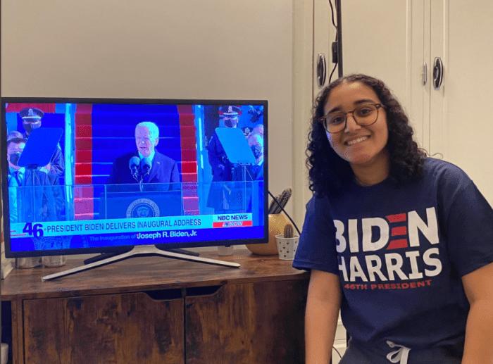 Oman, jeune américaine étudiante au DUT journalisme de Vichy, assiste à la cérémonie d'investiture de Joe Biden, le 20 janvier 2021. Photo: Hugo Mougin