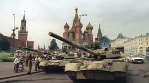 Sovjet-tanks i oppstilling foran Kreml, i august 1991. (Foto: Wikimedia Commons)