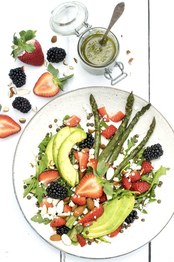 Salade d'été aux fruits rouges [végétarien] [sans gluten] © Annabelle Randles Le Flexitarien The Flexitarian