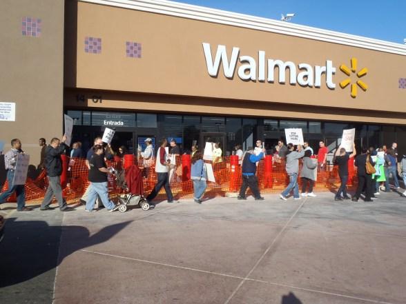 Paramount, California Walmart rally 10.28.11 - photo by OURWalmart
