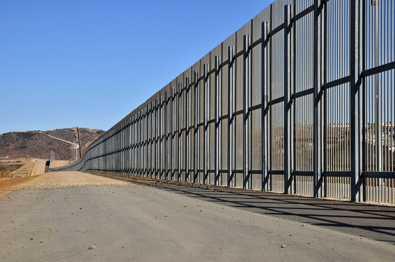 Flickr jonathan mcIntosh double wall near tijuana