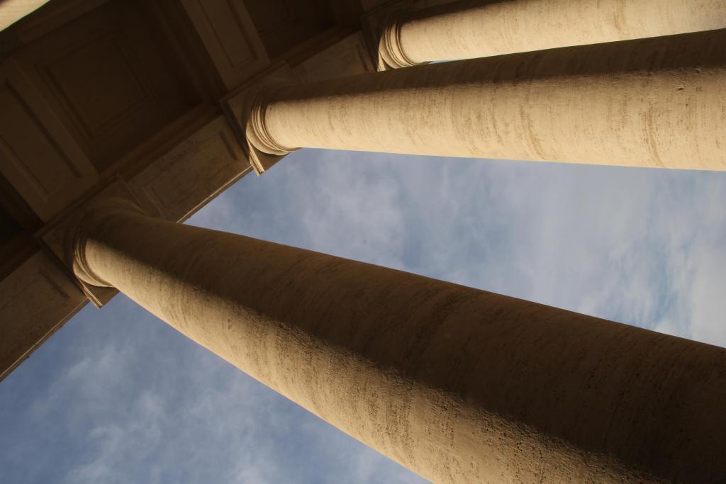 vatican-pillars
