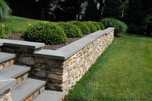 concrete-retaining-wall