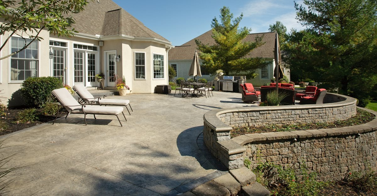 concrete-retaining-wall-and-patio