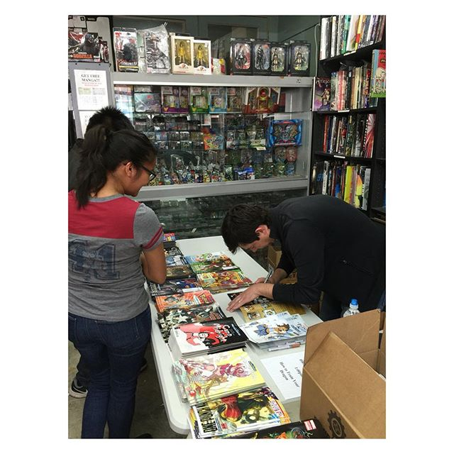 Richard Hamilton writer on #dreamworks #howtotrainyourdragon #fcbd #darkhorsecomics is here signing!
