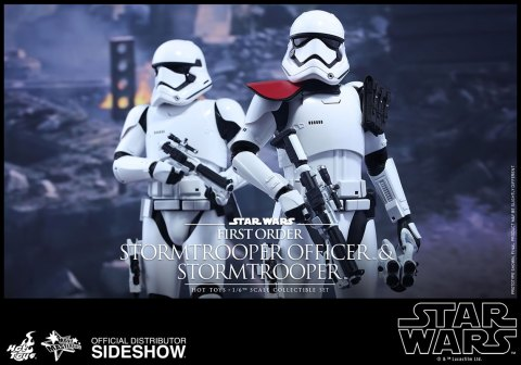 star-wars-first-order-stormtrooper-officer-stormtrooper-set-sixth-scale-hot-toys-feature-902604-01