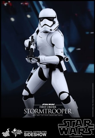 star-wars-first-order-stormtrooper-officer-stormtrooper-set-sixth-scale-hot-toys-feature-902604-04