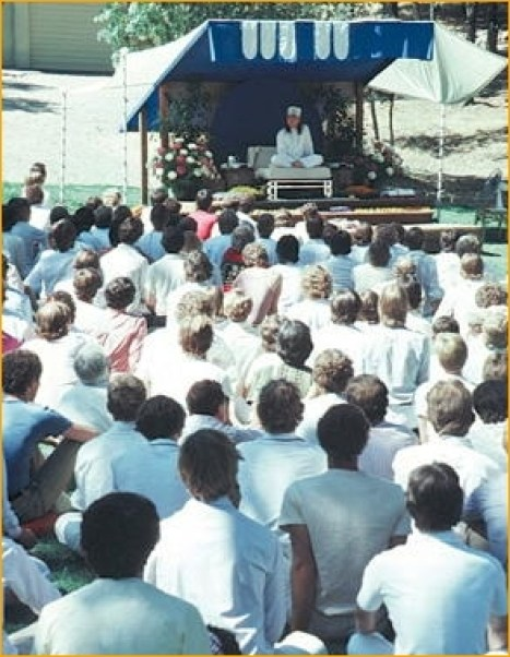 devotees dressed white clothes