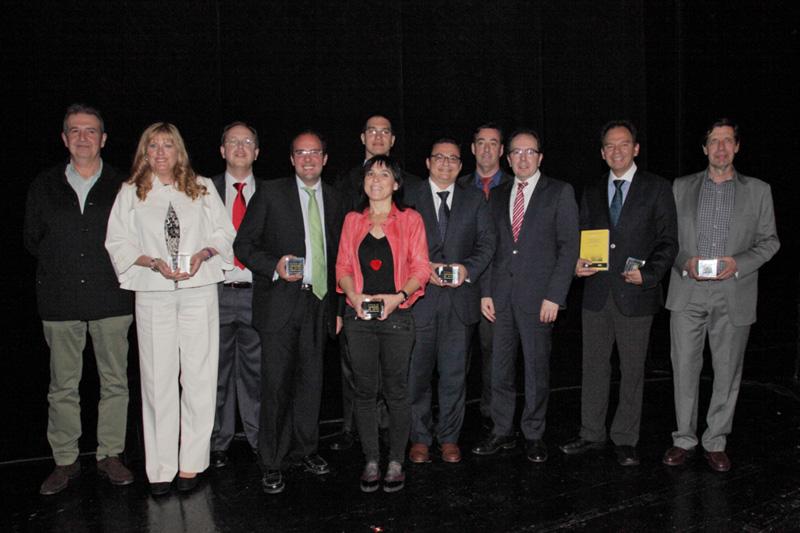 Todos Los Premiados Por La Agencia Española De Protección De Datos Junto A Su Director.