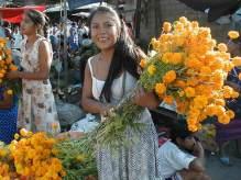 Giovane ragazza con fiori