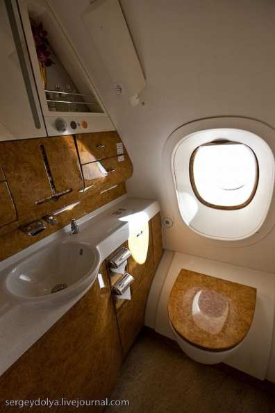 Emirates Airbus A380 (26)